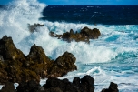 MAUI - waves breaking on shore